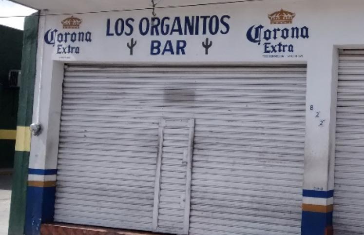 Cesan a policía ministerial de Aguascalientes por amenazar a clientes de un bar con su rifle