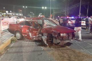 Veloz conductor destroza un taxi al norte de Aguascalientes