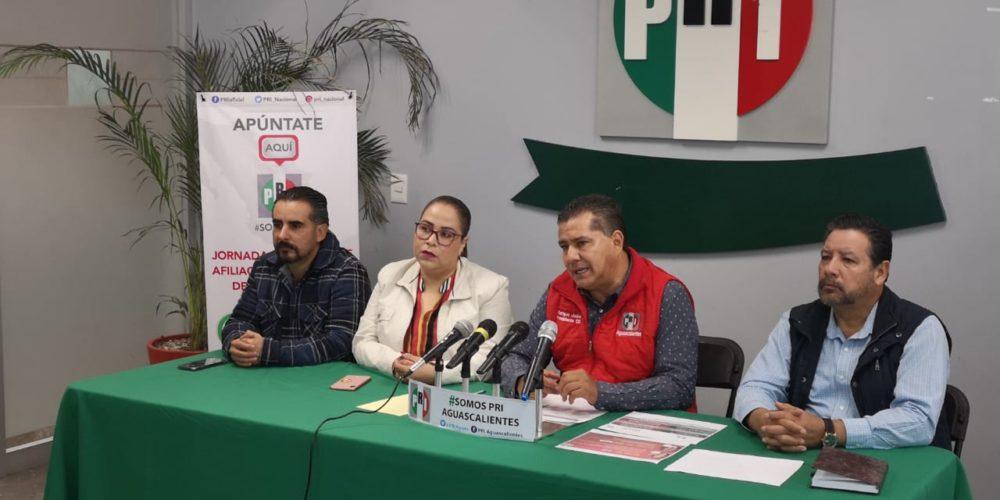 Enrique Juárez se lleva entre las patas hasta los gobernadores de su partido