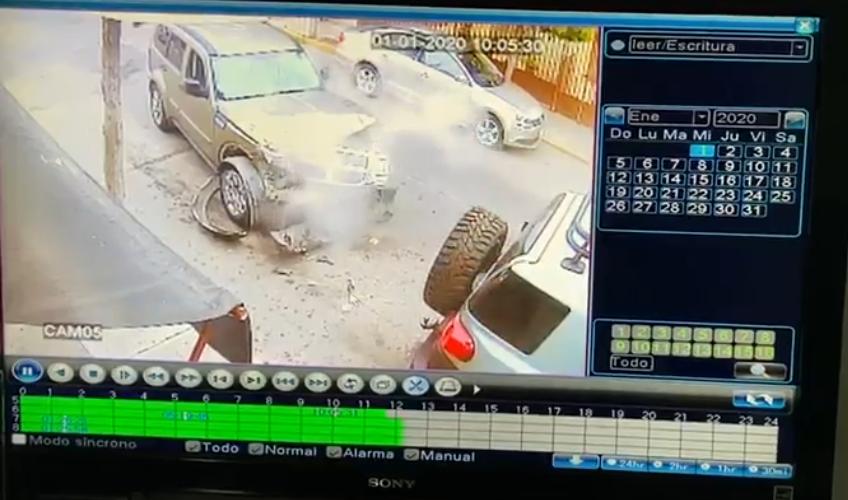 Ofrecen recompensa por sujeto que impactó a una camioneta estacionada en Colinas del Río