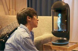 Hombre que se casó con un Holograma queda viudo por una actualización de software