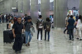 CIUDAD DE MÉXICO, 16ABRIL2019.- Personas siguen partiendo y llegando en la Terminal 1 del Aeropuerto Internacional de la Ciudad de México (AICM), durante el periodo vacacional de semana santa.  FOTO: MARIO JASSO /CUARTOSCURO.COM