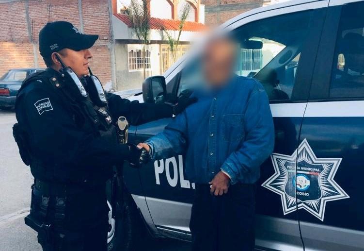Policías localizan a quincuagenario extraviado en Cosío