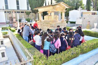 Reanudan recorridos históricos infantiles en panteones de Aguascalientes