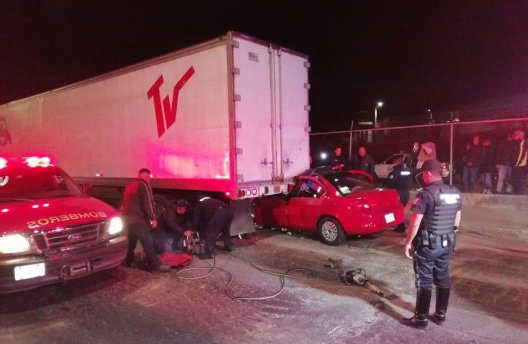 Borracho chocó contra caja de un tráiler y agoniza en Aguascalientes (VIDEO)