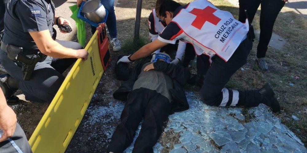 Camión YOVOY choca contra parada y atropella a usuaria en Aguascalientes