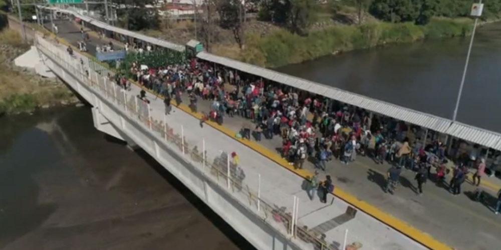 Migrantes centroamericanos intentan cruzar la frontera México-Guatemala