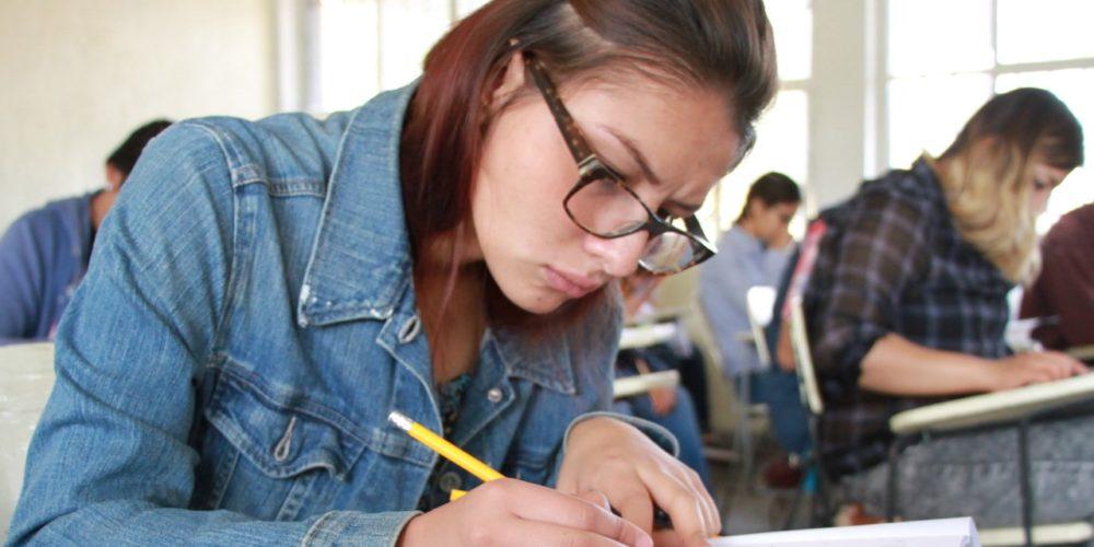 IEA ofrece créditos a jóvenes para continuar estudios de nivel superior o posgrado