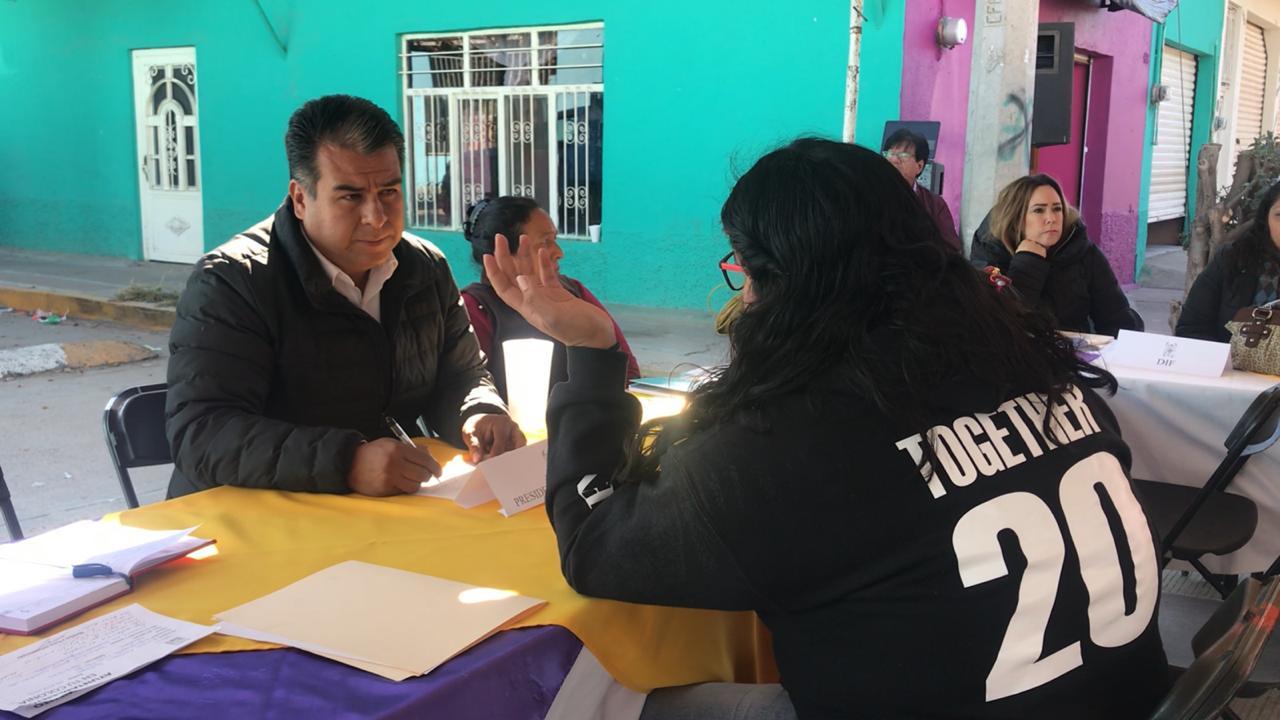 Funcionarios recorren comunidades de Pabellón con el Programa Ayuntamiento en tu Colonia