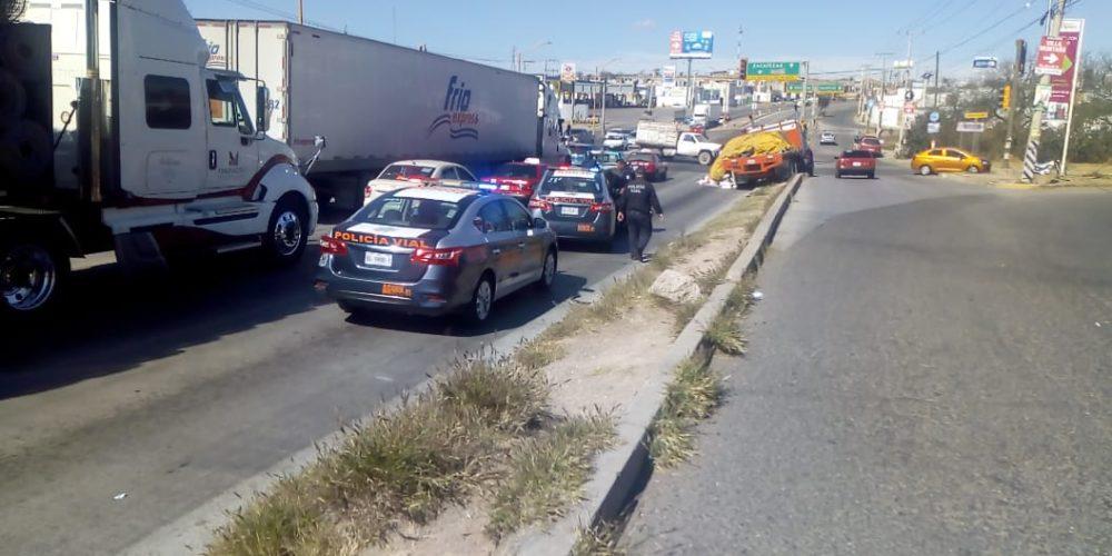 Trailero se quedó sin frenos y provocó accidente en un motociclista en Aguascalientes