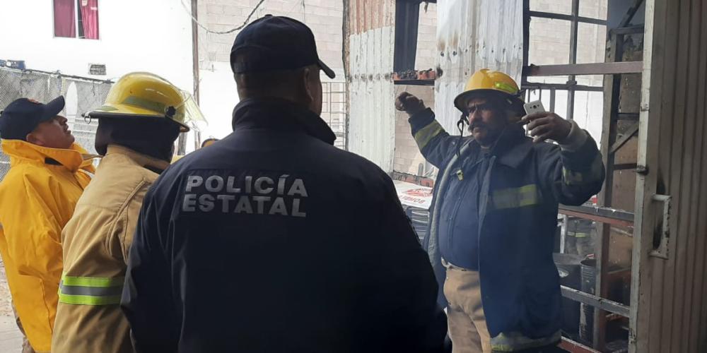 Bomberos sofocan incendio de fabrica de telas, rescatando a 85 trabajadores