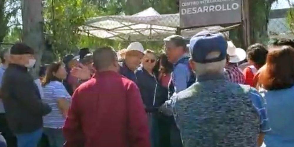 Forman bajo al sol a adultos mayores para cobrar su 68 y más en Aguascalientes