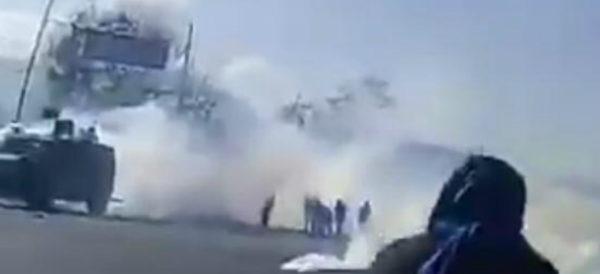 Desalojan con gases a padres de los 43 de Ayotzinapa en Chiapas