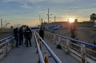 Policías rescatan a joven que pretendía arrojarse de un puente en Aguascalientes