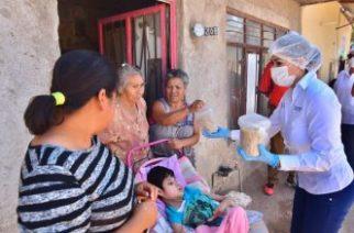 Alcaldesa entrega apoyos alimentarios a familias vulnerables