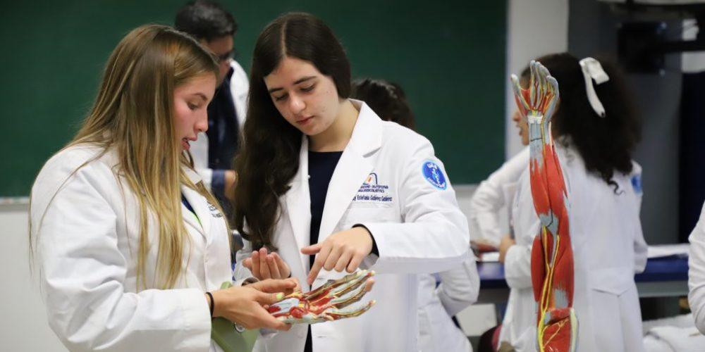 Obligan a estudiantes de medicina a volver a hospitales pese a falta de insumos, protocolos y más irregularidades