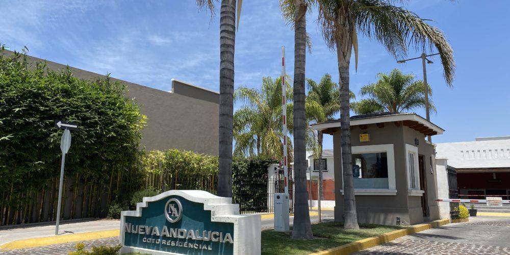 Rocían con cloro a niña de 4 años en Aguascalientes porque sus padres son médicos del IMSS