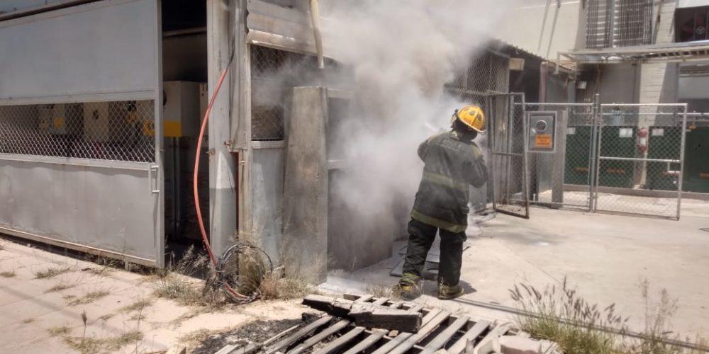 Bomberos sofocaron incendio en empresa de Jesús María
