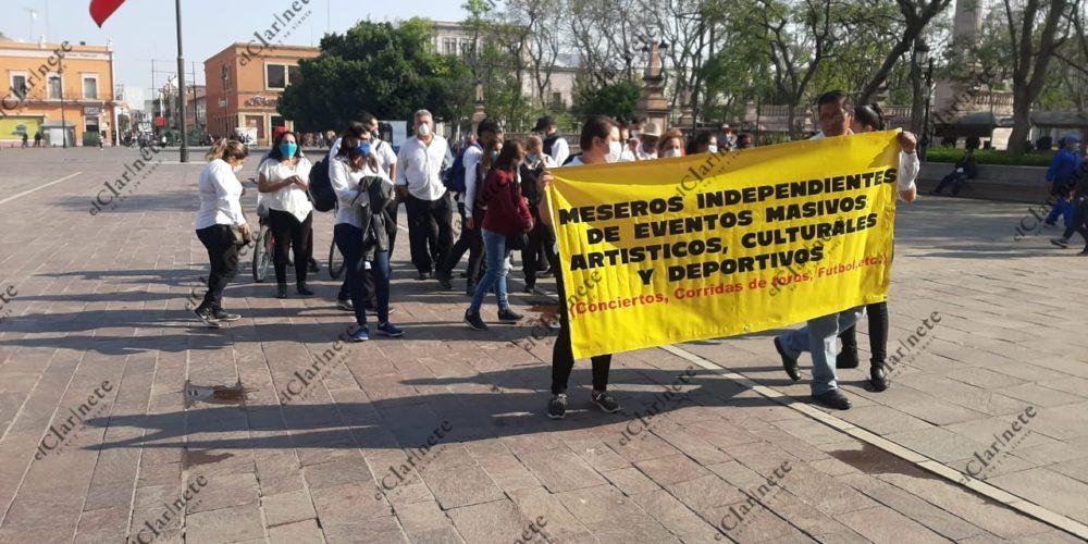 Se manifiestan nuevamente meseros independientes y cubeteros de eventos deportivos en Aguascalientes