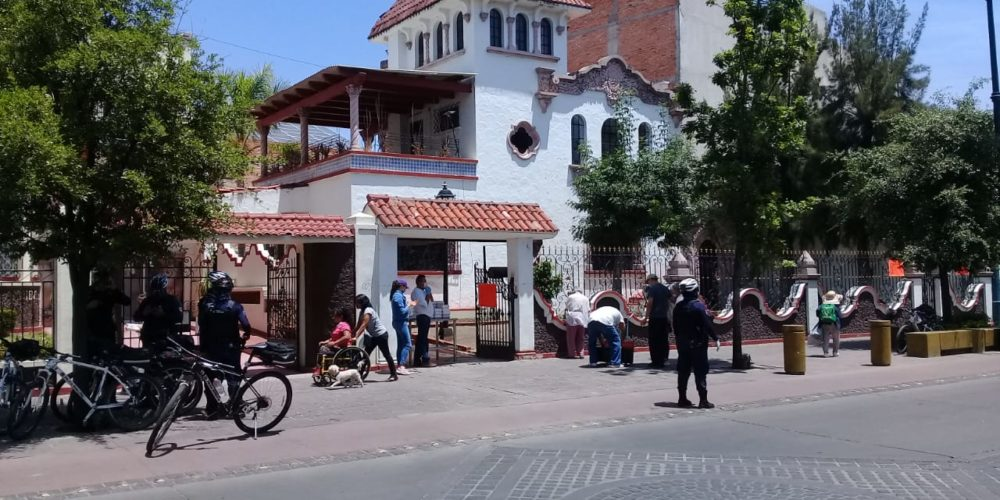 Decenas de personas buscan apoyos de asociaciones civiles en Aguascalientes