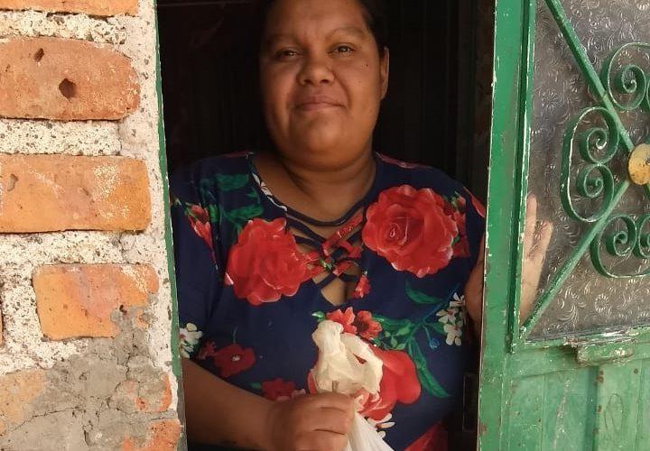 """Entregan apoyos del programa """"Adopta una Familia"""" en Jesús María"""