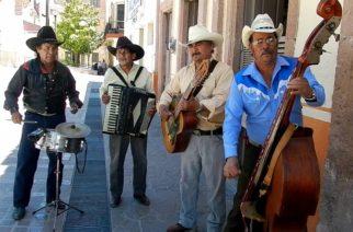 Por falta de apoyos, músicos amagan con bloquear calles del centro de Aguascalientes