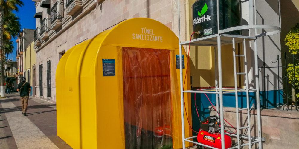 Instalan túneles sanitizantes en Jesús María, pero gente los evita