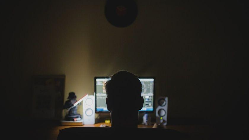 Transmiten violación de una menor durante clase en línea por Zoom