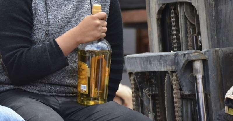 Más de cien personas han muerto por beber alcohol adulterado en México