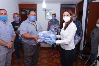 Municipio entrega cubrebocas a tianguistas para su distribución