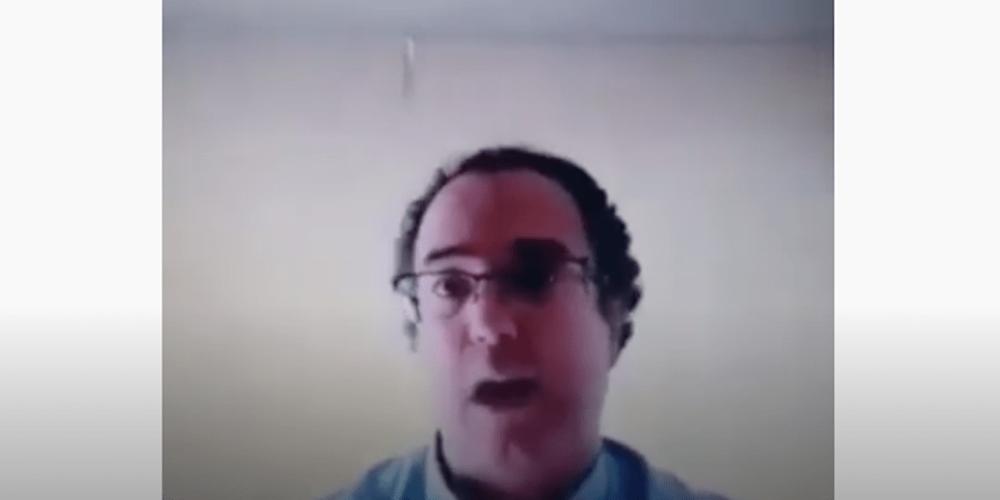 (Video)Profe se hace viral por no dejar a sus alumnos ir al baño en clase virtual