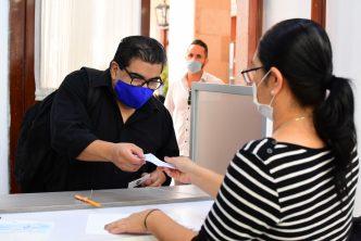 Municipio continúa entregando apoyos económicos a sectores vulnerables