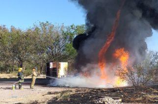 Se registra incendio de pasto seco que amenazaba con llegar a una recicladora