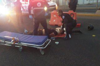Motociclista queda grave al chocar y caer de su vehículo en Casa Blanca