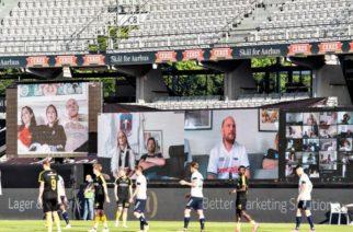 """(Video)Equipo de futbol instala """"tribunas virtuales"""" para sentirse apoyado a distancia por su afición"""