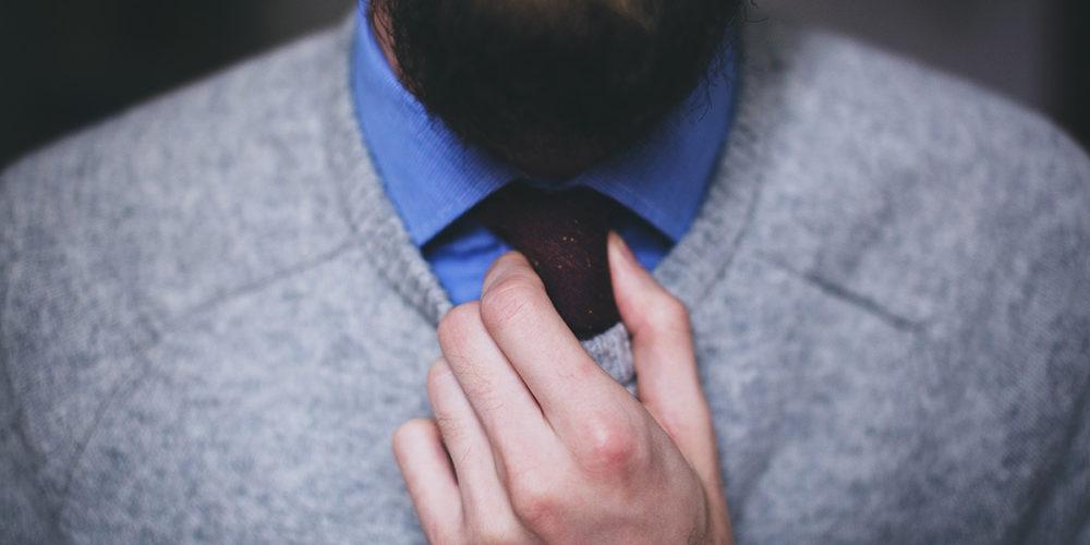 Nueva Normalidad laboral impide uso de bigote, barba y corbatas