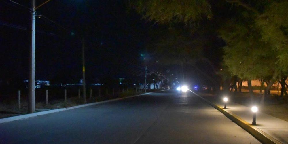 Colocan lámparas solares en Prolongación Zaragoza