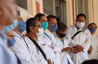 Dos a la cárcel por agredir a personal médico en Jalisco