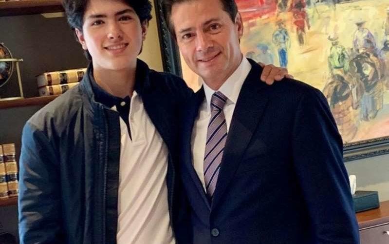 Ex de Peña Nieto revela foto inédita del ex presidente con su hijo