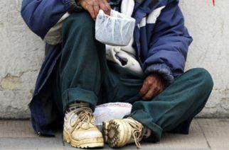 24 de Septiembre de 2012/VALPARAISO En Chile más de 12 mil chilenos viven en calle, según los resultados del Catastro Nacional 2012, en la Región de Valparaíso es común ver en las calles personas indigente en diferentes esquinas de la cuidad . FOTO: PABLO OVALLE ISASMENDI /AGENCIAUNO