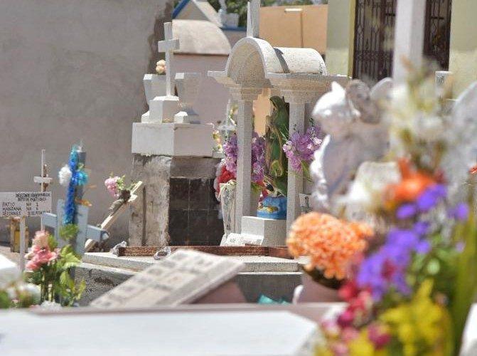 Cerrarán panteones de Jesús María durante Día de Muertos