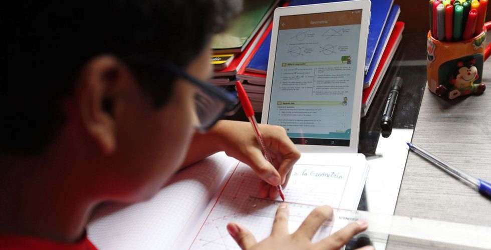 Regresan a clases en línea más de 400 mil  estudiantes de todos los niveles en Aguascalientes