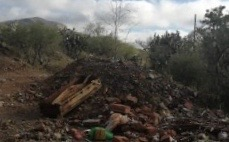 Hasta cajas de muerto tiran al aire libre en Rincón de Romos