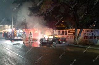 Se quemó auto por un corto circuito en La Estrella