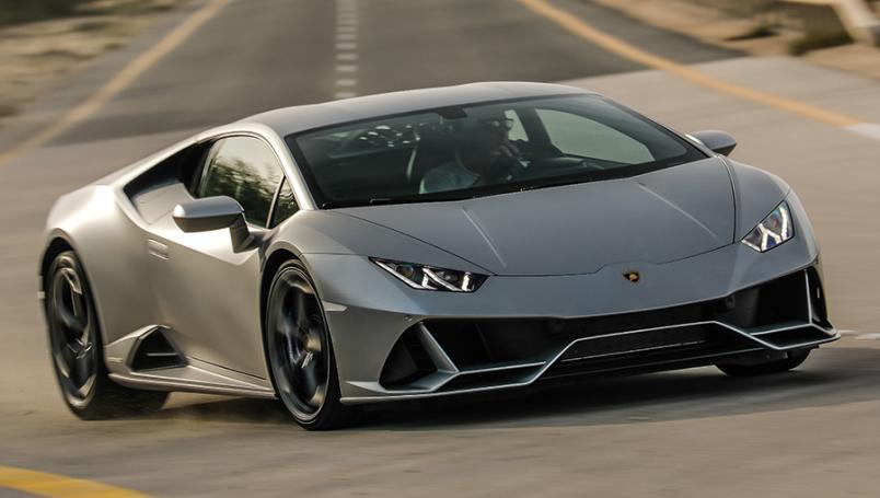 Recibe ayuda económica por el Covid-19; compra un Lamborghini