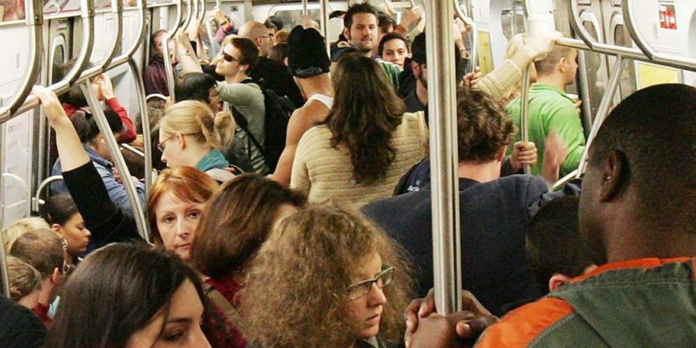 Metro de Berlín pide a usuarios no usar desodorante para que utilicen cubrebocas