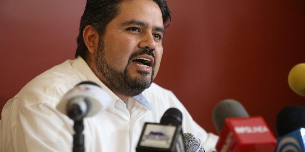 Misóginos y retrógradas, llama líder del PRD a diputados que aprobaron Ley Provida