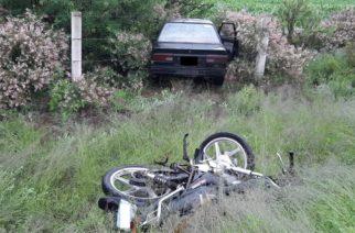 Septuagenario provoca accidente y deja a motociclista gravemente herido en Calvillito
