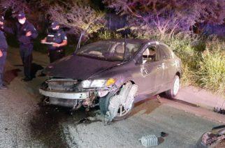 Borracho destrozó su vehículo al volcar frente a la tienda Ley