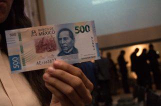 CIUDAD DE MÉXICO, 27AGOSTO2018.- Alejandro Díaz de León, director general de Emisión del Banco de México, presidió la presentación del nuevo billete de quinientos el cual remplaza la imagen de los muralistas y pintores Diego Rivera y Frida Kahlo por el retrato del ex presidente Benito Juárez. La nueva familia de Billetes inicia con la denominación de 500 pesos, y estará disponible a través del sistema bancario a partir del martes 28 de agosto del año en curso. FOTO: ANDREA MURCIA /CUARTOSCURO.COM